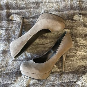 Mossimo Size 10 suede heels